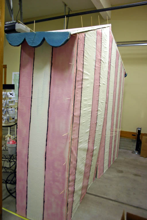 The pink stripes and blue trim were spray paint.